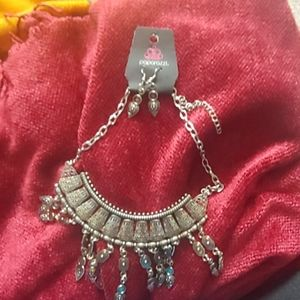 Fashion bib necklace and earnings